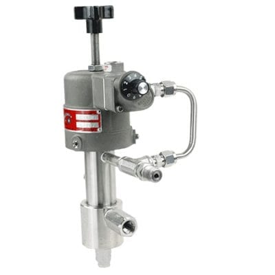 Pneumatic metering pump that recovers exhaust supply gas